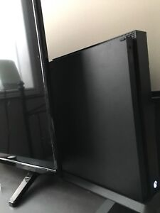 Xbox one X + 42 games + 2 controllers + turtle beach Xseven