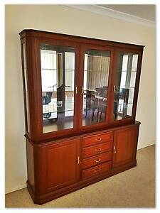 China Cabinet in beautiful condition! Meadow Springs Mandurah Area Preview