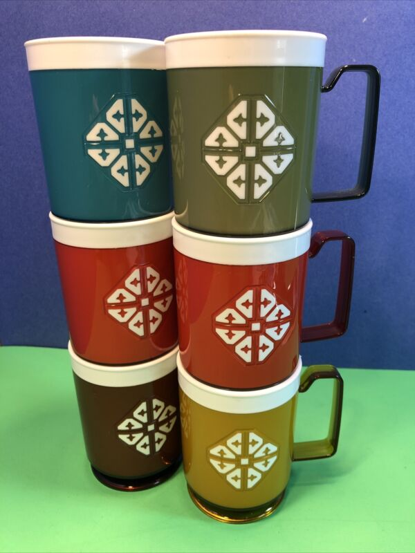 6 VINTAGE CHALET Insulated Plastic Mugs 1970s UNUSED like therm-o-ware