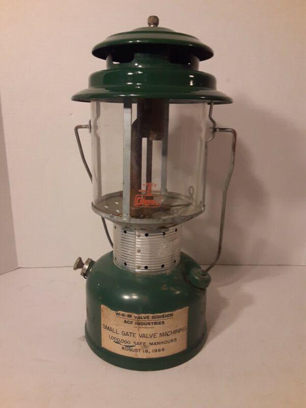 Vintage 1966 Coleman 220F Lantern 8/66 Double Mantle small gate valve Award