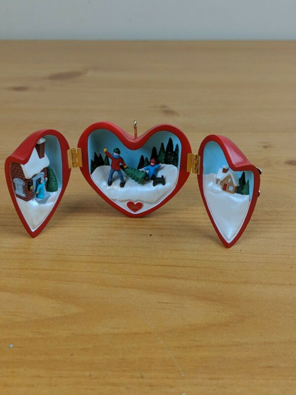 HALLMARK CHRISTMAS ORNAMENT- HEART OF CHRISTMAS - 1991