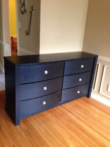 Black 6 drawer dresser with modern knobs, delivery possible