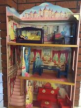 Great Dolls House with Dolls,Furniture & on wheels Malak Darwin City Preview
