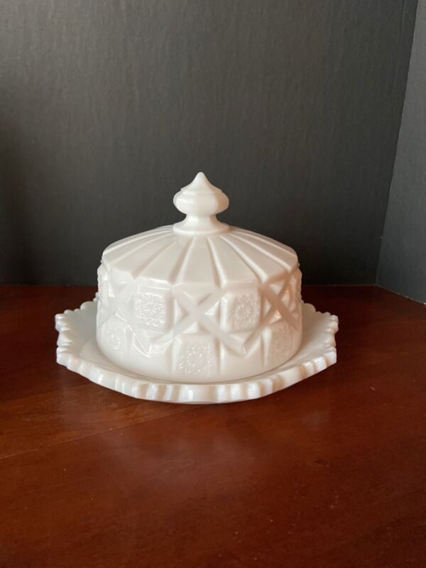 Vintage Westmoreland Old Quilt Cheese Lidded Milk Glass Covered Dish
