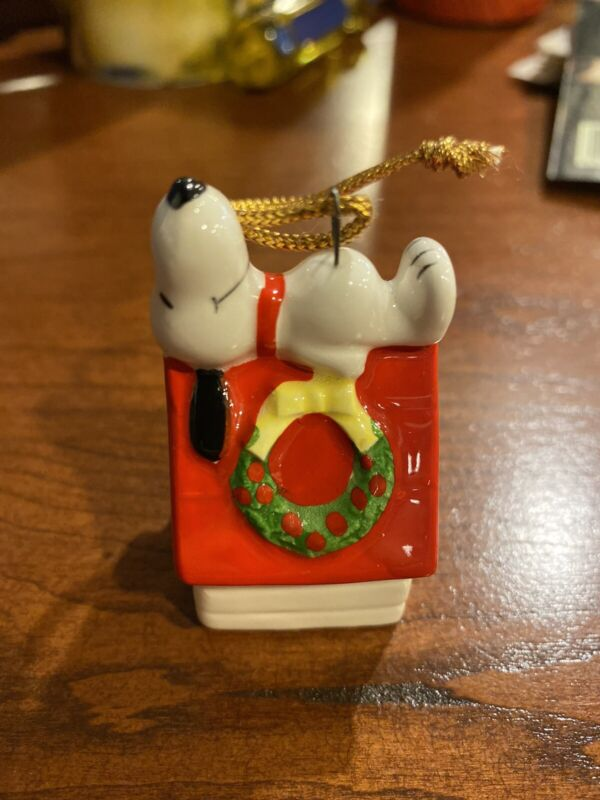 1977 Snoopy Peanuts Merry Christmas Ornament 1958 1966 Dog House