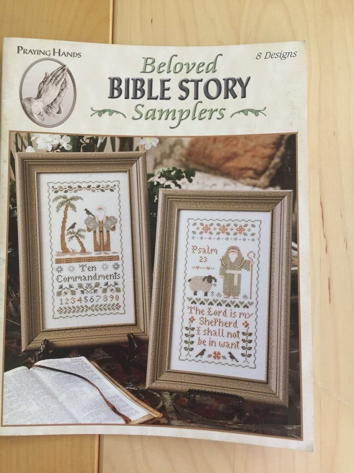 Leisure Arts 24024 Cross Stitch booklet Praying Hand Collect