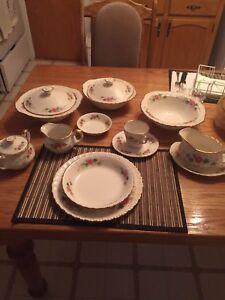 Set vaisselle antique