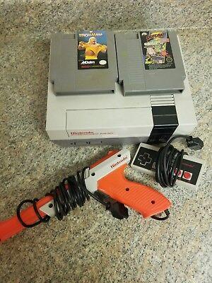 Original Nintendo Entertainment System Model Nes-001 2 Games 1 controller 1 gun