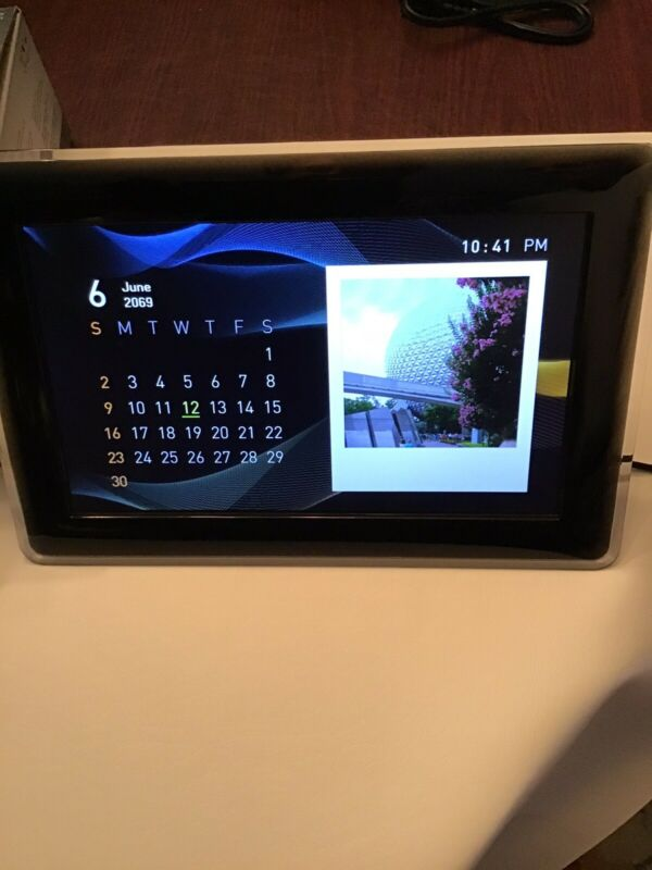 """10"""" Samsung Digital Photo Frame Used In Excellent Condition"""