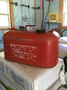 Outboard motor gas can