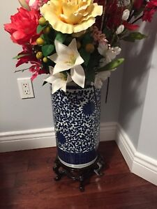 VINTAGE Chinese flower vase with wooden stand