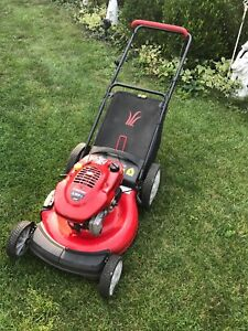 Gas power mower. Fuel gauge indicator. Fires up first pull