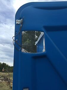 Nearly new Portable toilet with trailer Kingston Kingston Area image 4