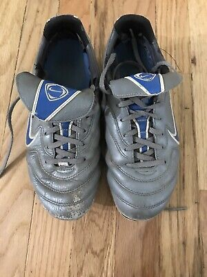 Nike Volant Womens Soccer Cleats - Size 8