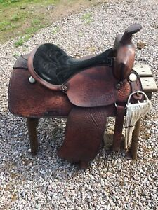 "16"" Western saddle by Royal Showman"