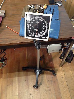 Welch Allyn Tycos Blood Pressure Gauge Cuff Sphygmomanometer W Stand Warranty
