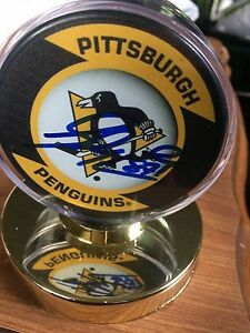 Signed puck Sidney Crosby