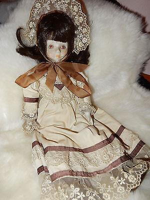 Antike Puppe / Porzellanpuppe