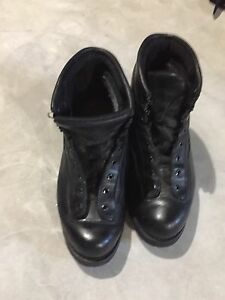 Men's leather boots size 10