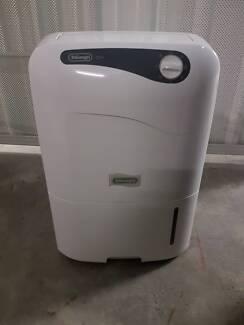 DeLonghi CF08M Dehumidifier
