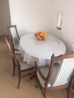Dining table + 3 chairs and tablecloth