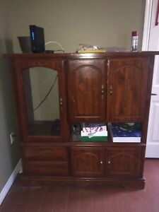 Entertainment cabinet/center