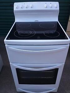 Westinghouse free standing glass top stove Oak Flats Shellharbour Area Preview