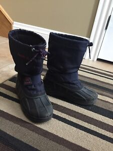 Boys size 3 winter boots