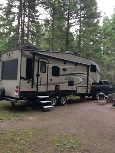 Cougar 28ft Couples Fifth Wheel