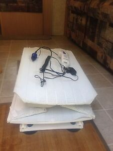 Battery operated bath lift chair