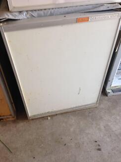90Lis Caravan fridge and freezer 2 way 240V/LPG with warranty Mordialloc Kingston Area Preview