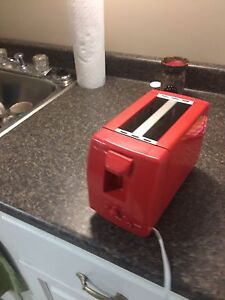 Toaster never been used.