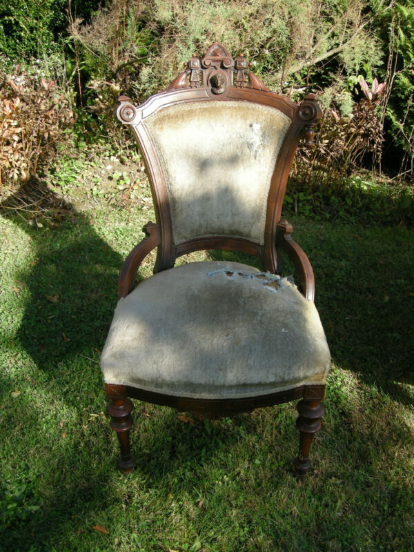 Pair of elegant walnut Victorian parlor chairs attributed to John Jelliff