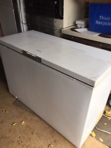 White 18.5 cubic ft freezer in good working order