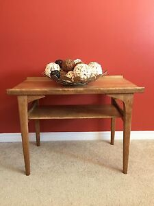 Newly-refinished retro coffee/end table. Solid wood!!