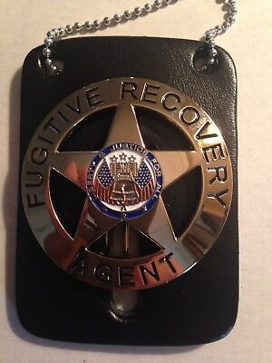 FUGITIVE RECOVERY AGENT BADGE GOLD W/LEATHER HOLDER NECKCHAIN SMALL Defect.