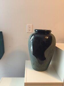 Pot décoratif en céramique - À VENDRE - UNE AUBAINE