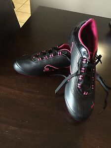 Ladies Black and Pink Puma Shoes - Size 8.5