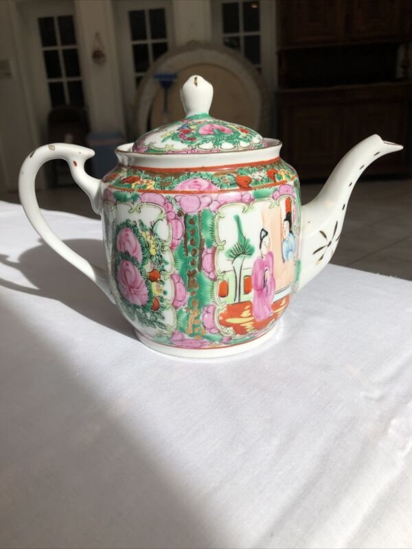 Vintage Rose Medallion Familie Style Hand Painted Tea Pot Gold Gilded
