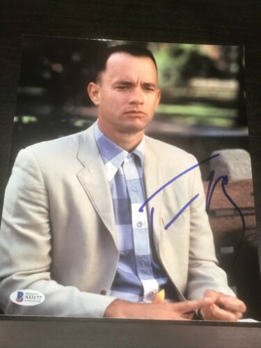 TOM HANKS SIGNED AUTOGRAPH 8x10 PHOTO FORREST GUMP BENCH MOVIE BECKETT COA D