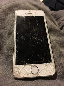 iPhone 5s cracked screen (Virgin) 100 or best offer