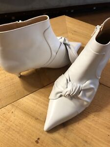 White leather bow booties