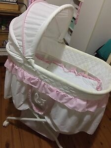 Love N Care Bassinet Wollongong Wollongong Area Preview