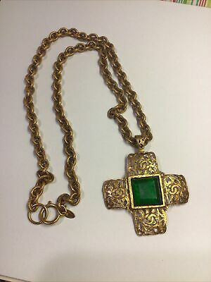 AUTHENTIC COCO CHANEL NECKLACE VINTAGE CROSS Green Stone #336 Yellow Gold Plated