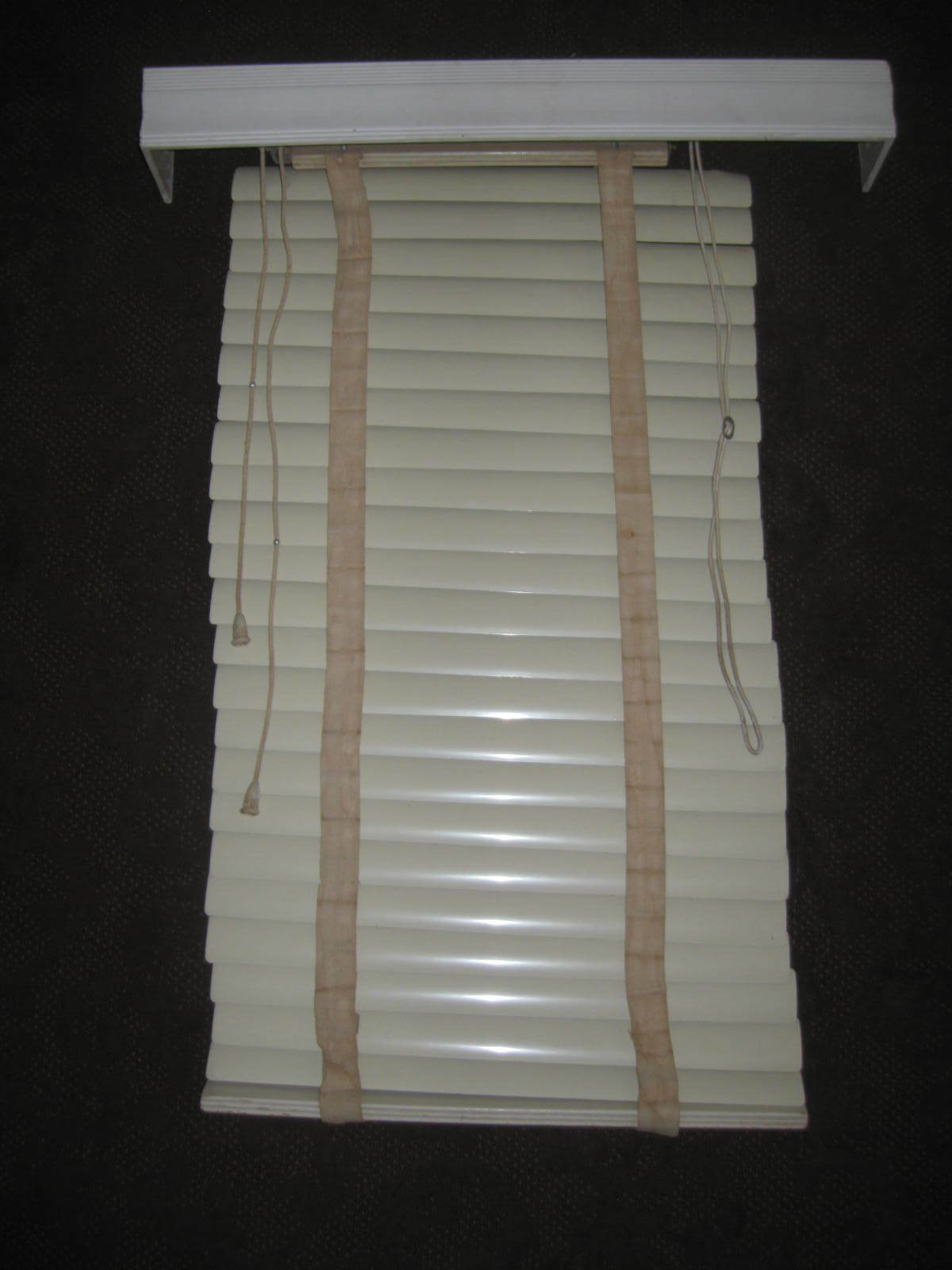 Mid-Century 1956 Wide Style Metal VENETIAN BLIND w/WOOD VALANCE..All Orig..Works
