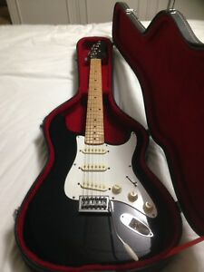 Hondo Electric guitar and hard shell case