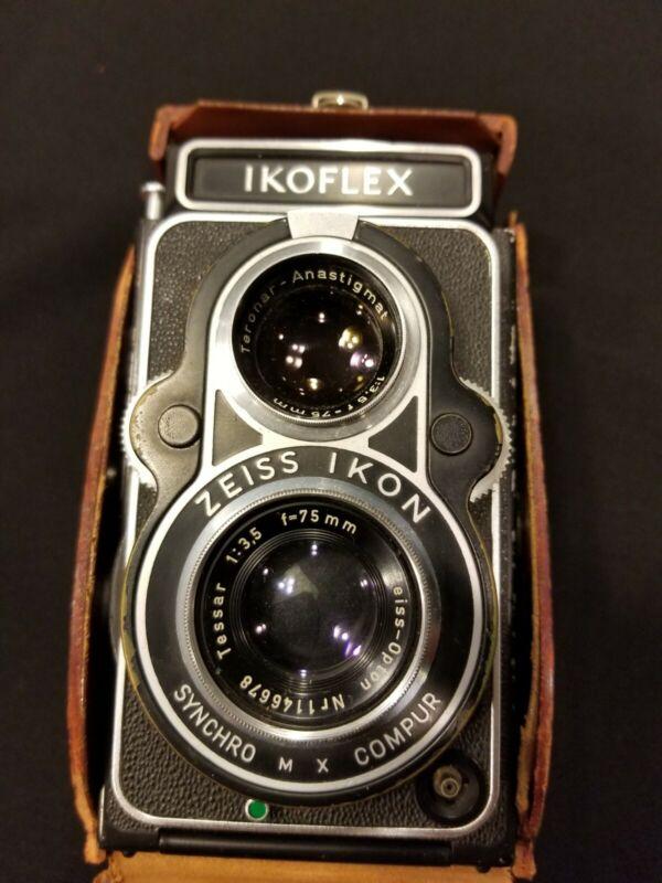 Vintage Ikoflex Zeiss Ikon 1:3,5 f=75mm Camera With Original Case