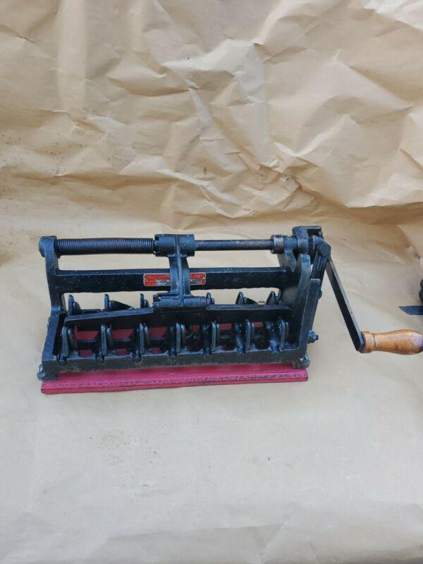 Antique Self Locking Egg Carton Maker Press Shellmar G 801