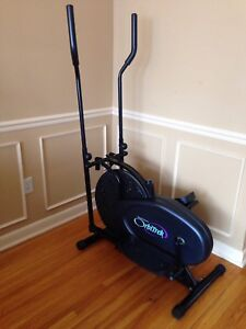 Elliptical, works great, delivery possible