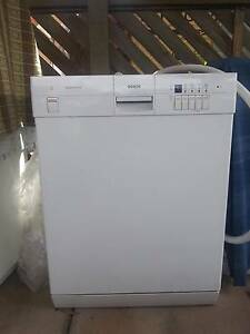 White Bosch Aquasensor (water saving) Dishwasher Para Vista Salisbury Area Preview